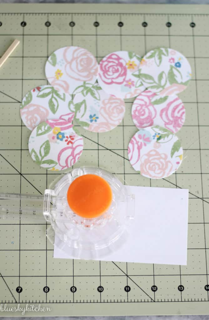 round floral paper