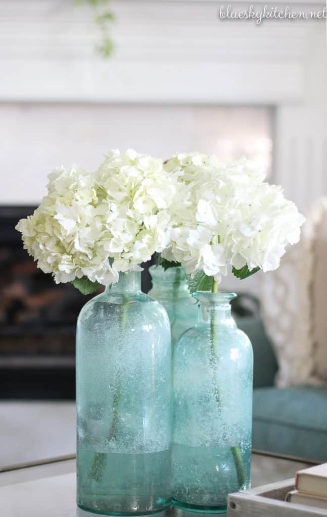 10 Awesome Accessories for Beautiful Spring Decorating. Great tips for how accessories in spring decorating bring a lighter palette and cleaner look.
