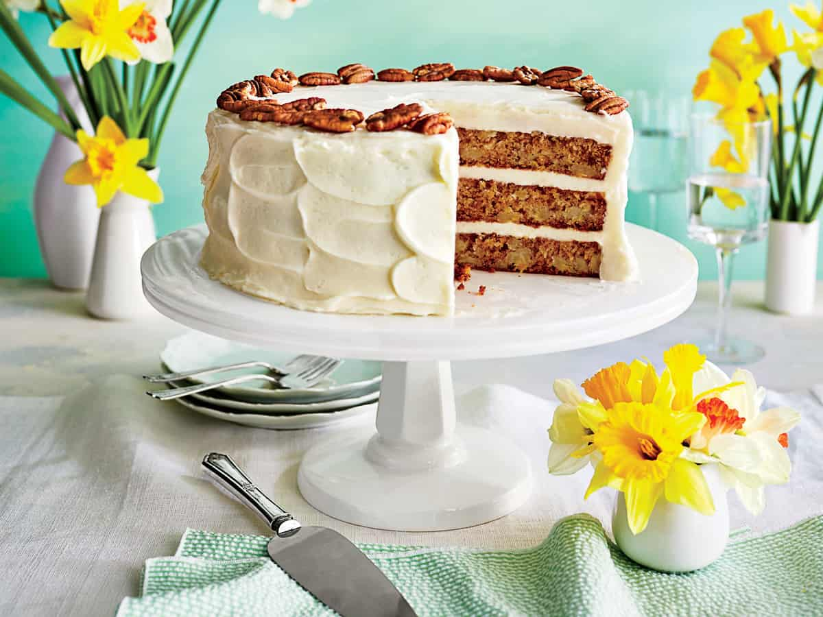 How to Make Delicious Hummingbird Mini~Cakes. This version of the traditional Hummingbird Cake is a smaller serving size, but still just as moist and delicious as the original. Try this Southern favorite for you next party. BlueskyatHome.com