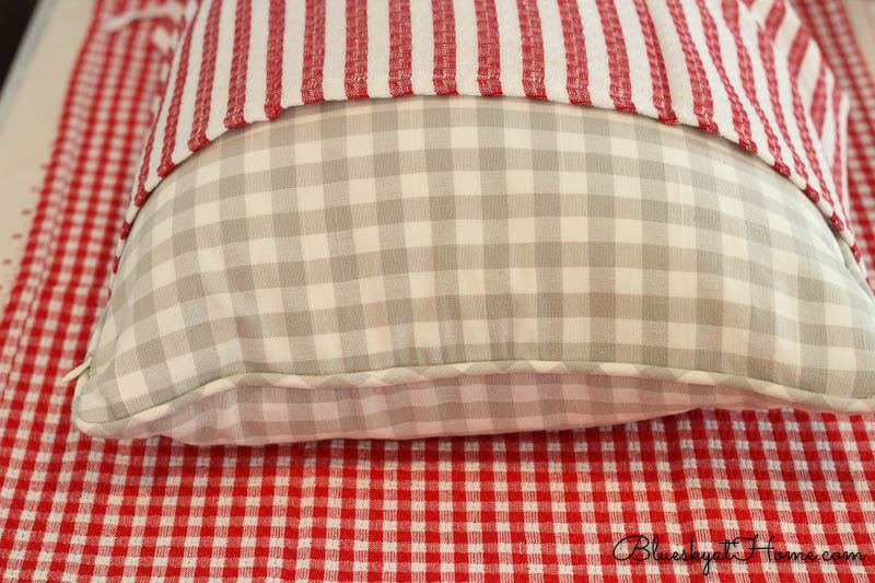 making no-sew pillow with dish towels