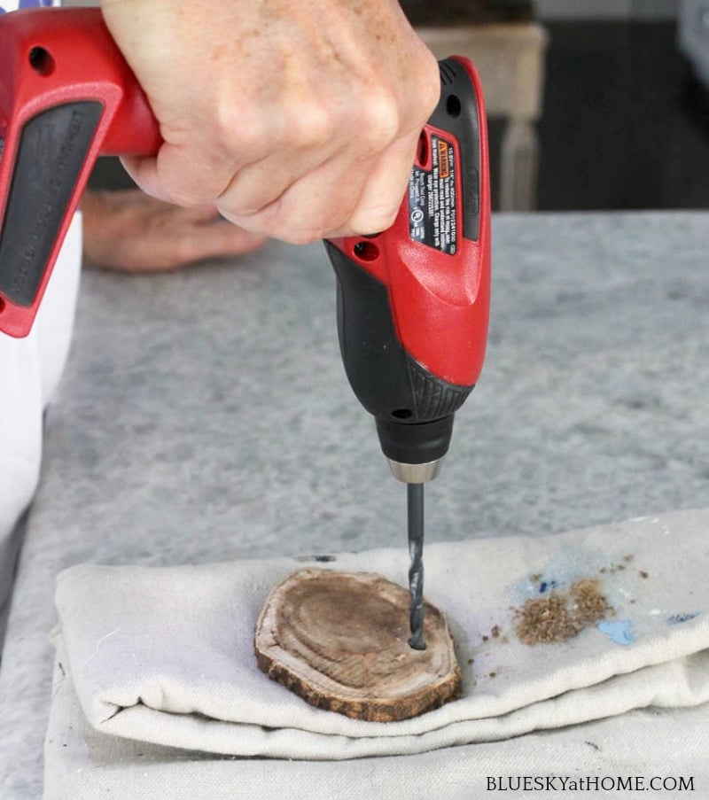 drilling round wood discs for barbecue DIY project