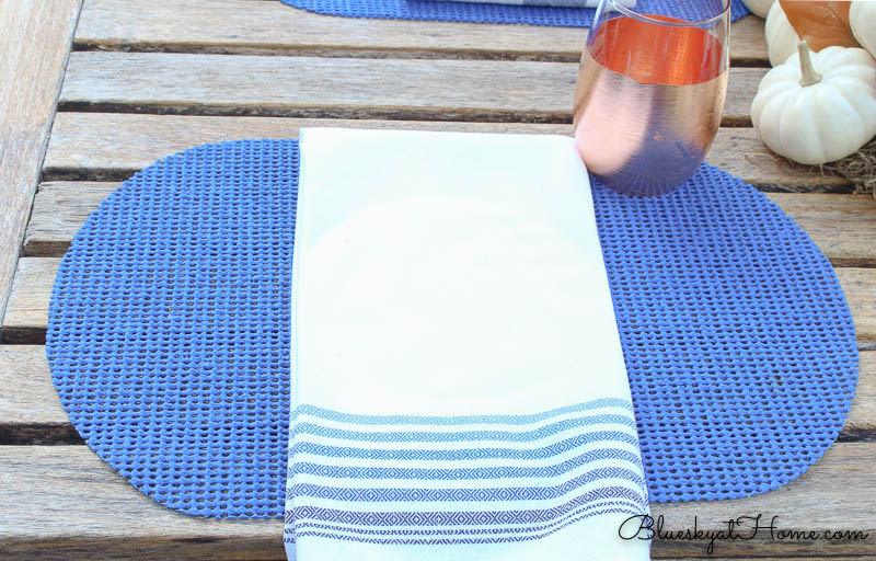 fall patio tablescapeplace mat and napkin