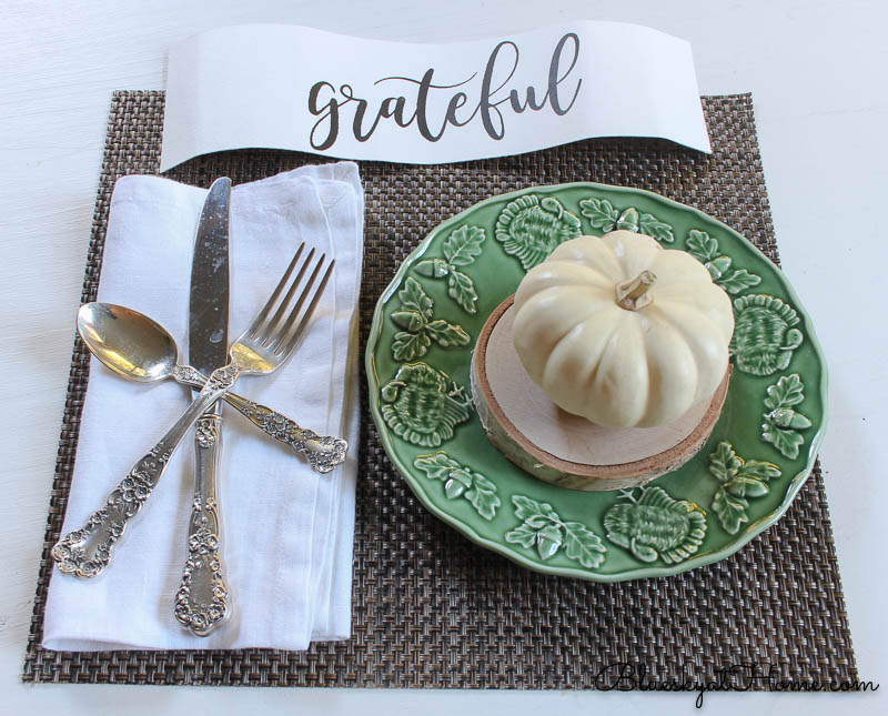 fall place setting with grateful sign and pumpkin on green plate