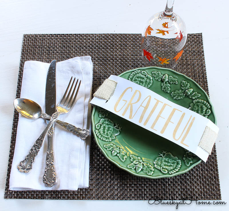 fall place setting with grateful sign and wine glass