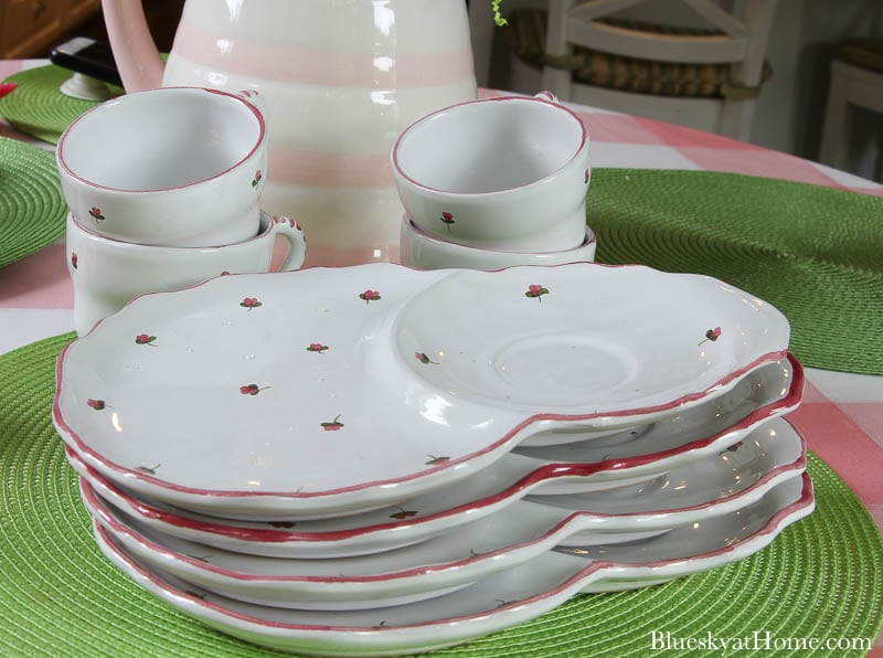 4 plates with pink flowers