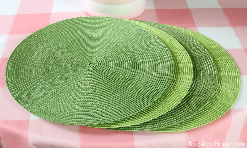 green round placemats