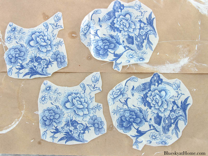 cut outs of blue chinoiserie style napkin