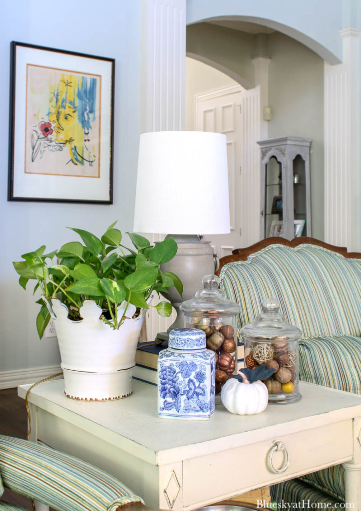 living room decorating ideas for side table
