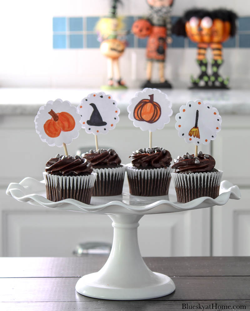 Halloween cupcakes with toppers