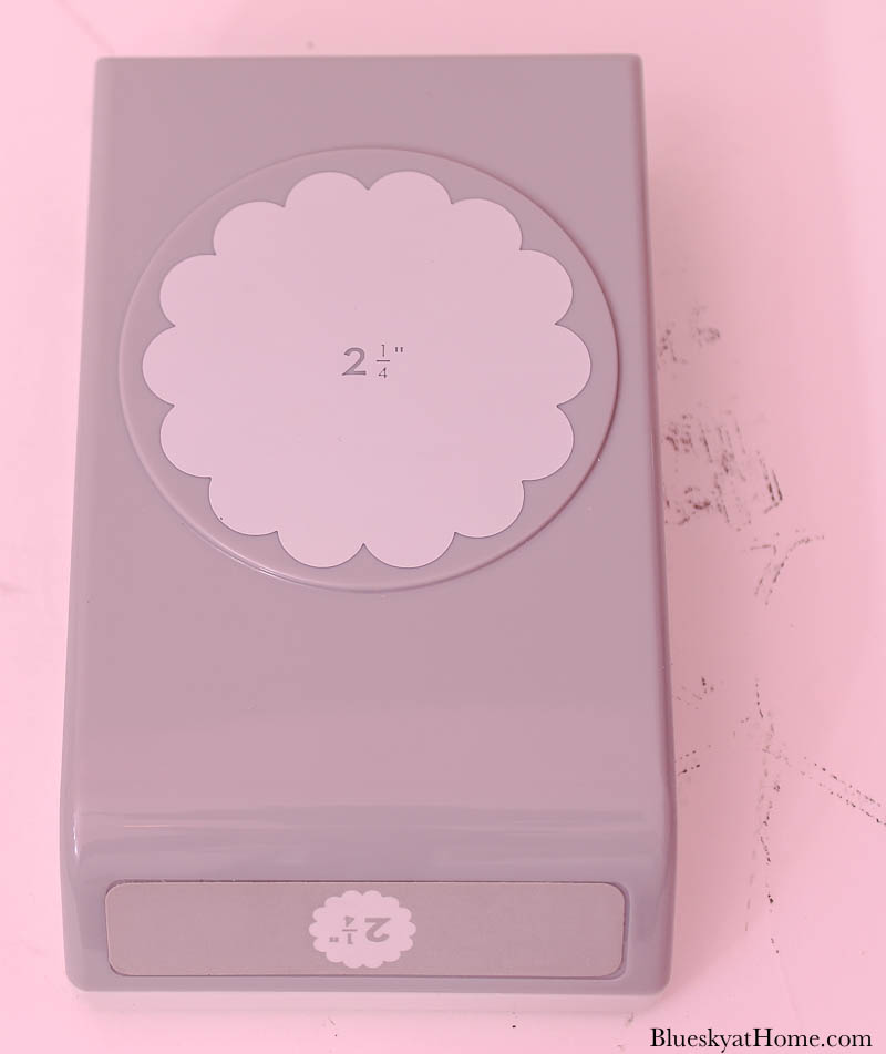 circle hole punch with scallop edges
