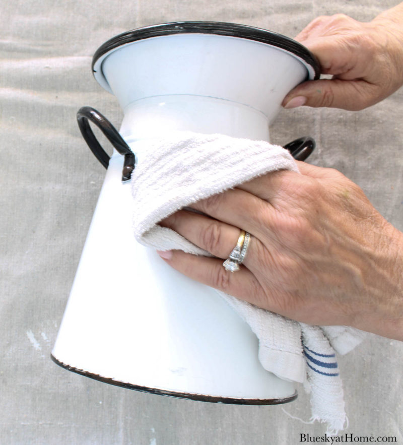 cleaning enamel container