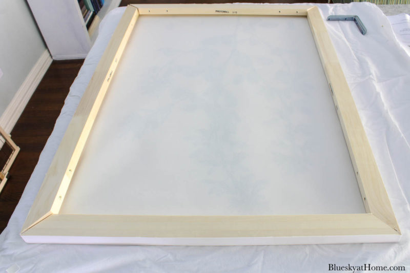stretching canvas print over frame