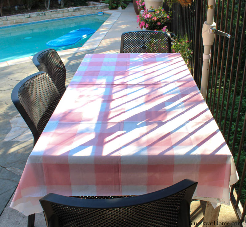 pink and white table cloth