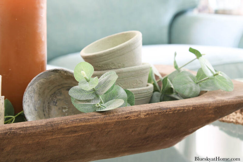fall terra cotta pots in wood tray on coffee table