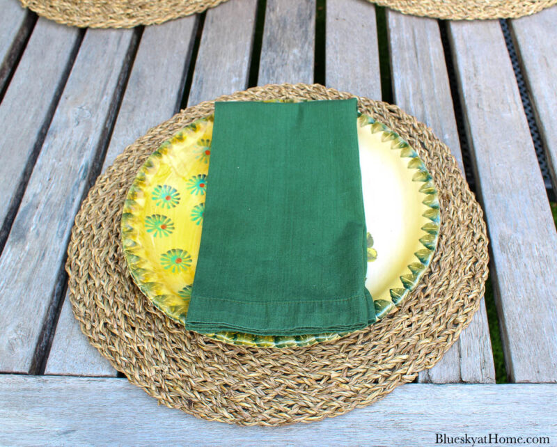 green napkin on dinner plate and placemat